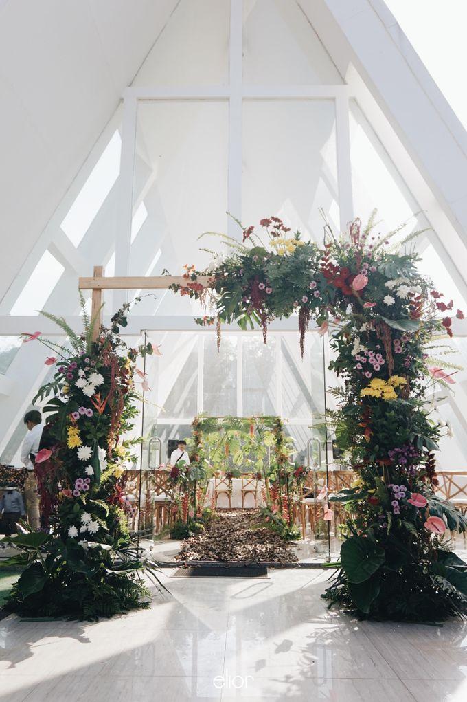 The Vibrant Tropical Wedding of Christa & Dede by Elior Design - 026