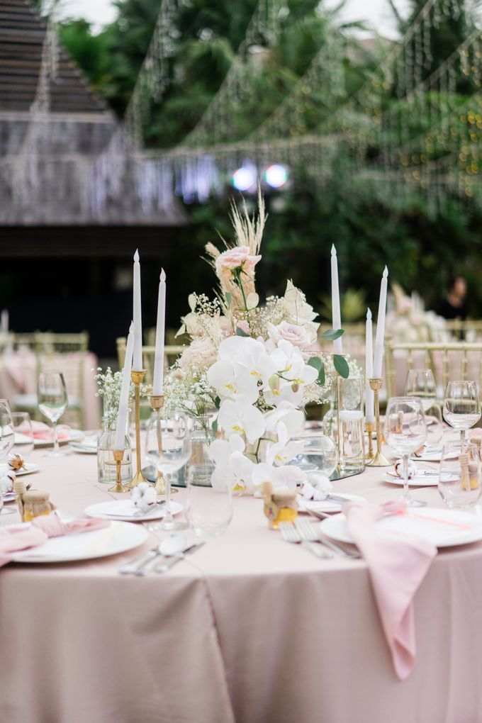 Elegant Wedding Decoration with the mix of blush and ivory at The Ritz Carlton by Silverdust Decoration - 004