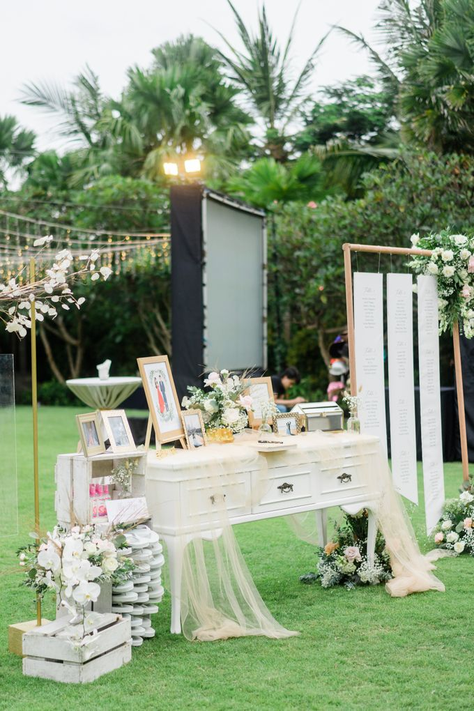 Elegant Wedding Decoration with the mix of blush and ivory at The Ritz Carlton by Silverdust Decoration - 006