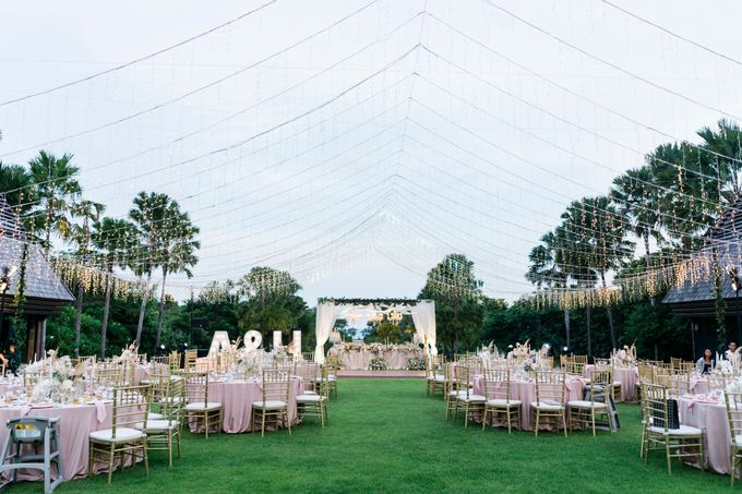 Elegant Wedding Decoration with the mix of blush and ivory at The Ritz Carlton by Silverdust Decoration - 010