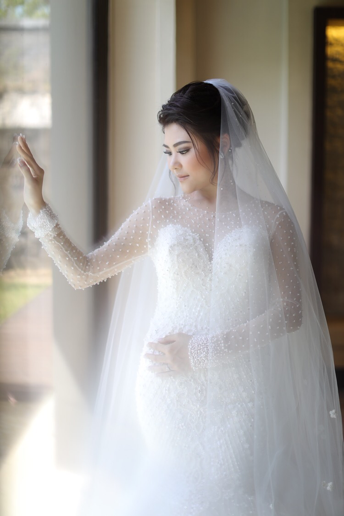 Wedding of Feliks & Vinchi (Ritz Carlton Bali) by DONNY LIEM The Make Up Art - 009