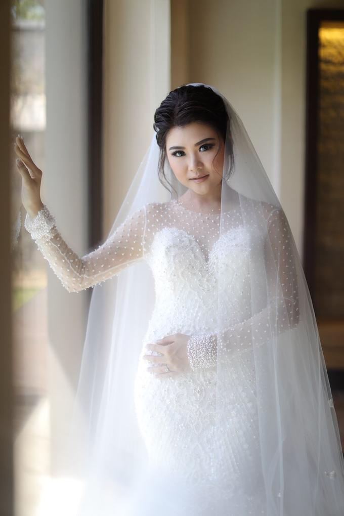 Wedding of Feliks & Vinchi (Ritz Carlton Bali) by DONNY LIEM The Make Up Art - 010