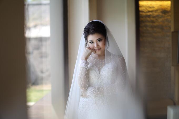 Wedding of Feliks & Vinchi (Ritz Carlton Bali) by DONNY LIEM The Make Up Art - 011