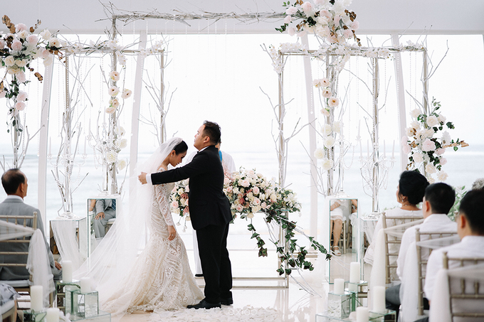 Wedding of Daniel & Emmilia (Ritz Carlton Bali) by Hian Tjen - 032
