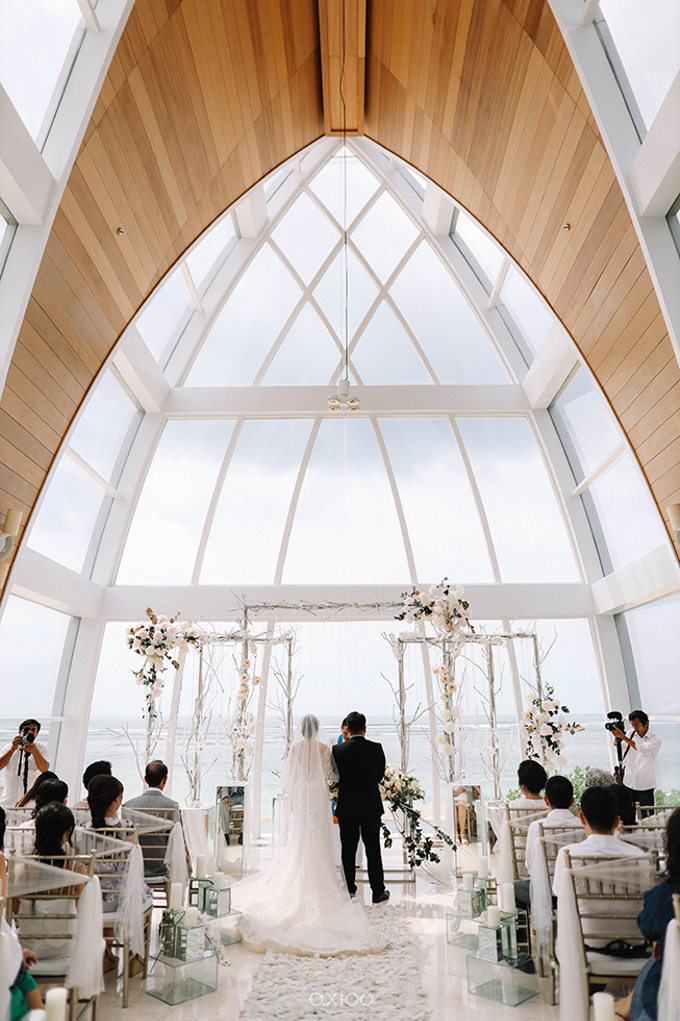 Wedding of Daniel & Emmilia (Ritz Carlton Bali) by Hian Tjen - 033