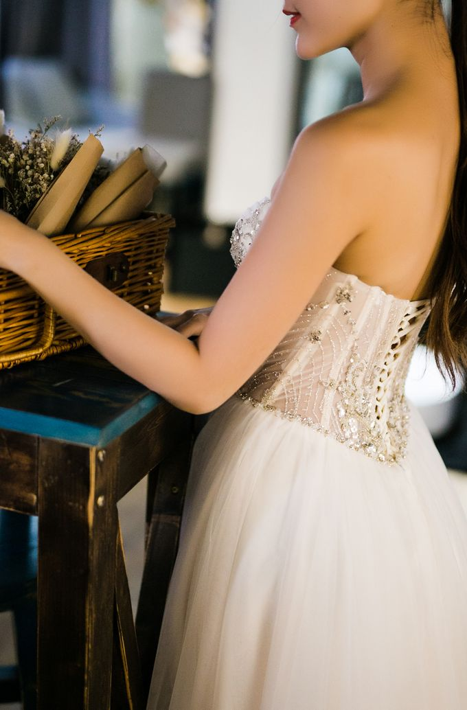 Modern fairytale wedding inspiration with us by Luna Bianca Bridal Boutique - 003