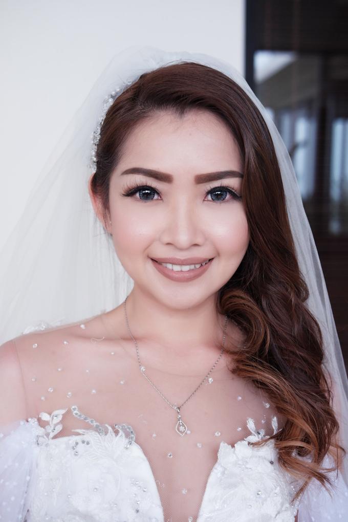 Natural wedding makeup look by Studio 8 Bali Photography - 001
