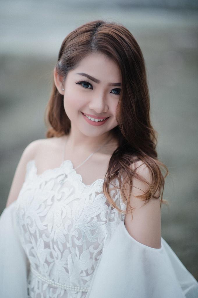 Natural wedding makeup look by Studio 8 Bali Photography - 002