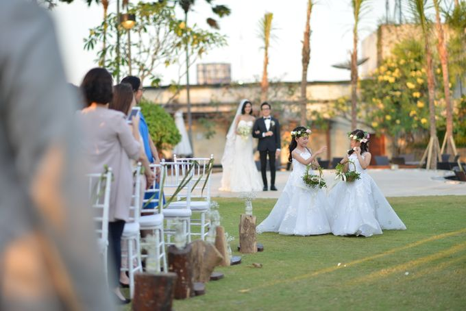 An Amazing Fairy tale Wedding by JW Marriott Hotel Surabaya - 008