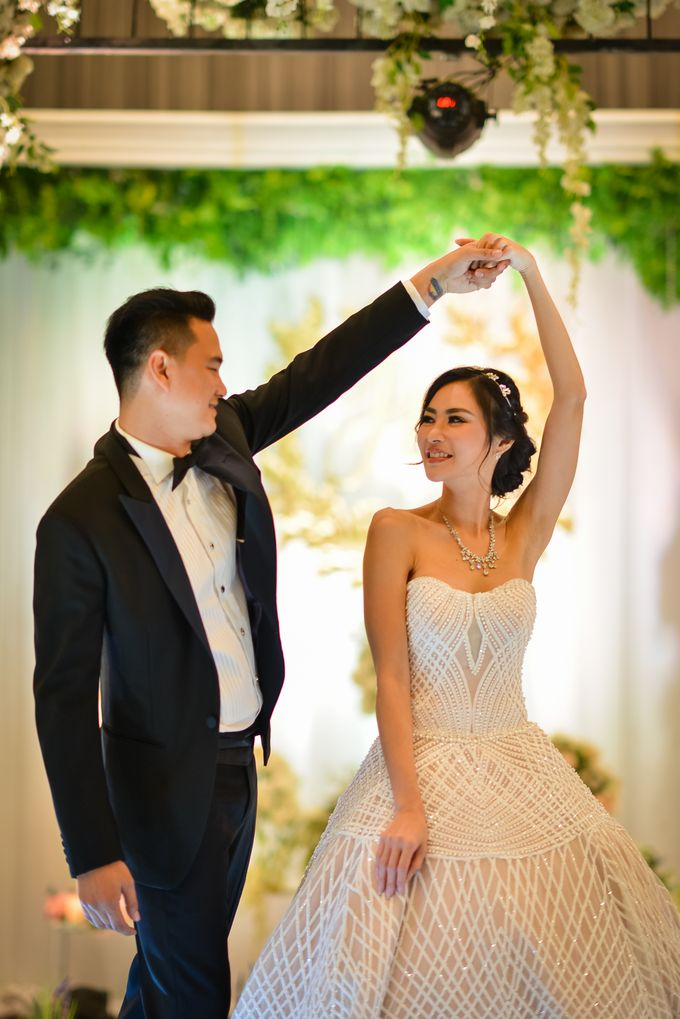 An Amazing Fairy tale Wedding by JW Marriott Hotel Surabaya - 005