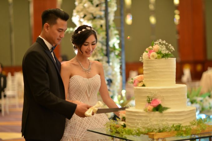 An Amazing Fairy tale Wedding by JW Marriott Hotel Surabaya - 010