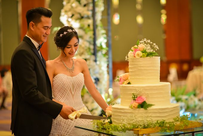 An Amazing Fairy tale Wedding by JW Marriott Hotel Surabaya - 006