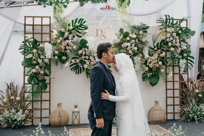 The Wedding of Dini & Sigit by Trickeffect - 038