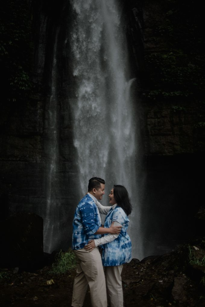 Dipa and Devi | Intimate Session by MERAWI - 002