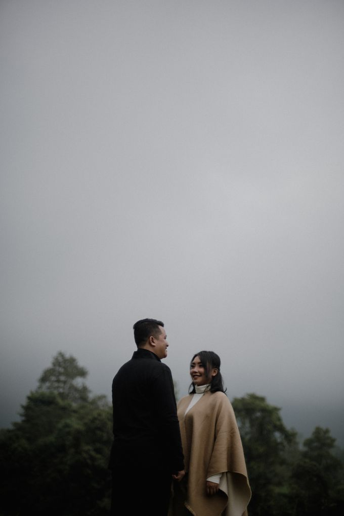 Dipa and Devi | Intimate Session by MERAWI - 003