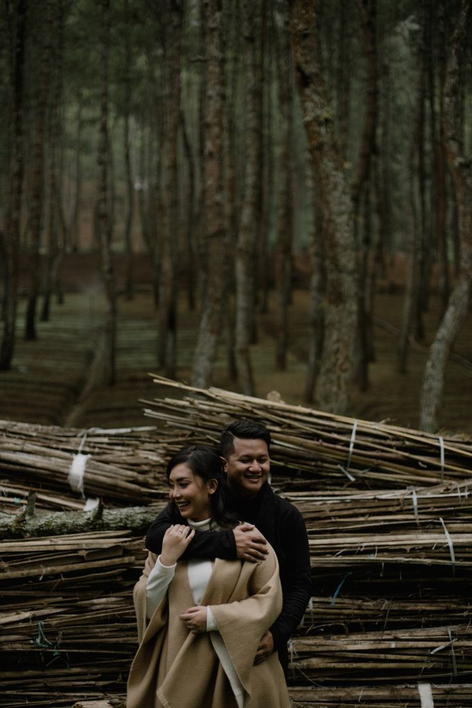 Dipa and Devi | Intimate Session by MERAWI - 006