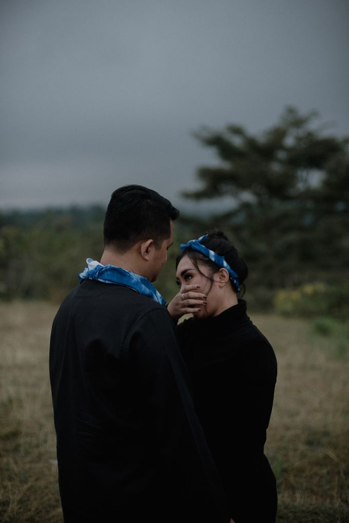 Dipa and Devi | Intimate Session by MERAWI - 013
