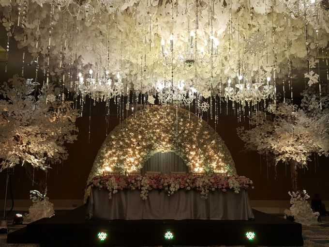 Sparkling in Gold by d'Oasis Florist & Decoration - 004