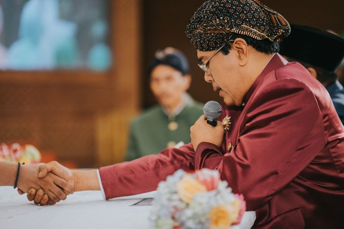 Javanese Akad of Reza & Dyah by  Menara Mandiri by IKK Wedding (ex. Plaza Bapindo) - 005