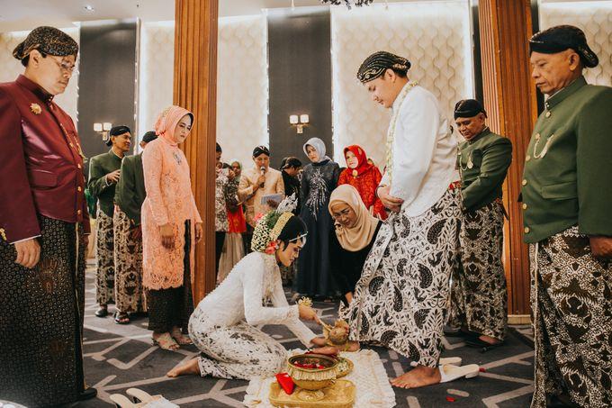 Javanese Akad of Reza & Dyah by  Menara Mandiri by IKK Wedding (ex. Plaza Bapindo) - 013