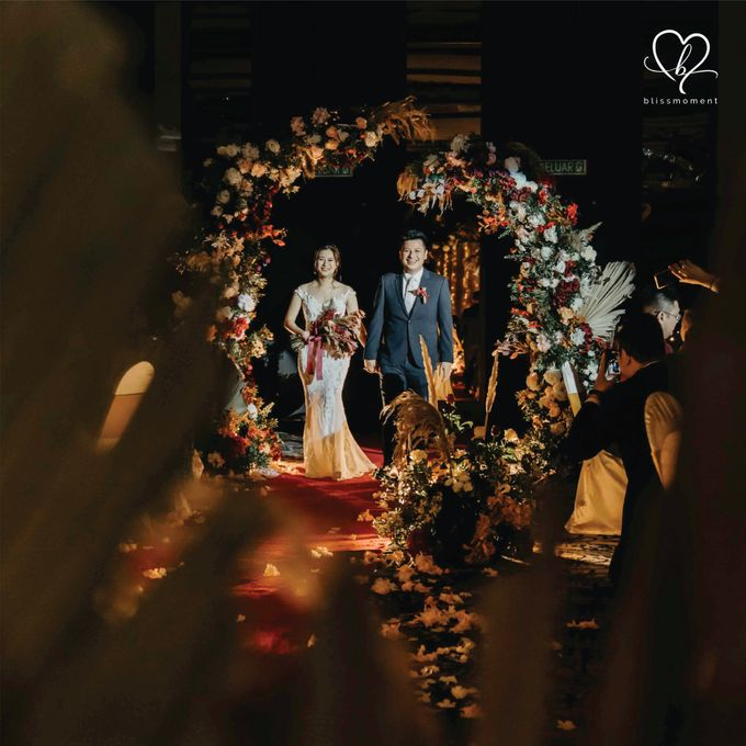 Dickson & Sue - Gold, champagne, blush, burgundy, brown Wedding by Blissmoment - 019