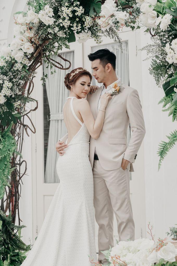 Tropical Wedding - Chintya & Glen by Angie Fior - 003