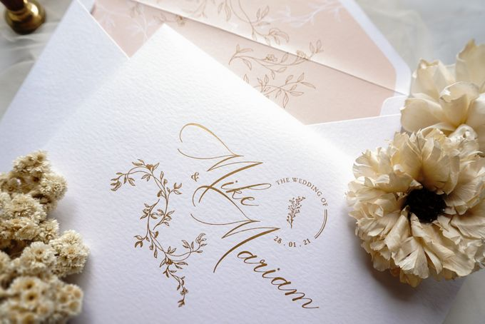 Romantic Floral by Trouvaille Invitation - 002