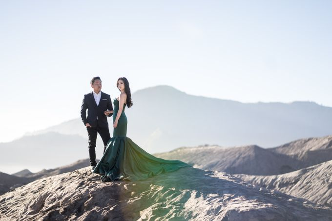 Aldi & Windy Bromo Prewedding Session by Écru Pictures - 002