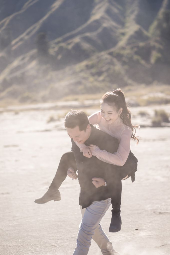 Aldi & Windy Bromo Prewedding Session by Écru Pictures - 001