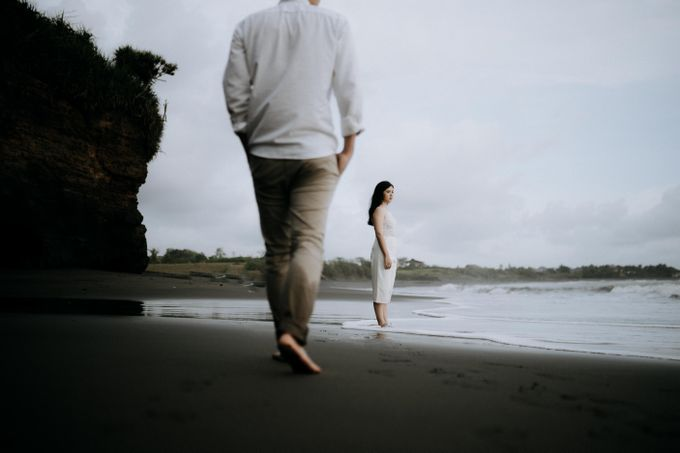 Lius & Tami Engagement Portrait by Keyva Photography - 002