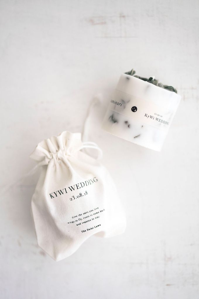 Botanical Candle S | Customised Calico Pouch | Variant Pine & Eucalyptus by Kaminari - 001