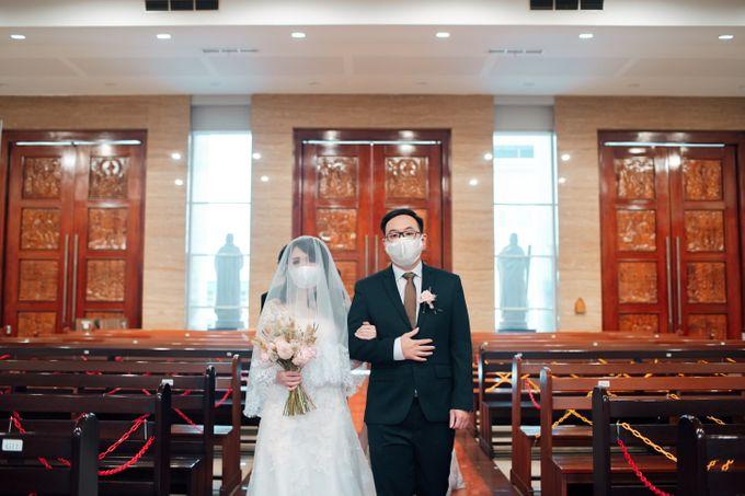 When I look at you, I can feel it. And I'm Home ❤ by Gorgeous Bridal Jakarta - 009