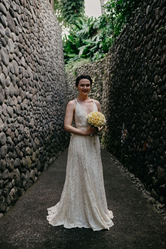 Fun and Romantic Wedding in Bali by Mariyasa - 020