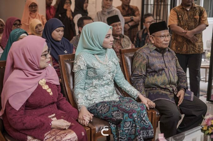 Engagement of Haezah & Rizky by Glenn Chandra Wedding - 019
