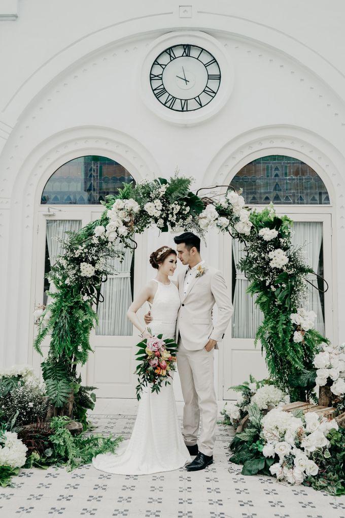 Tropical Wedding - Chintya & Glen by ELNATH - 017