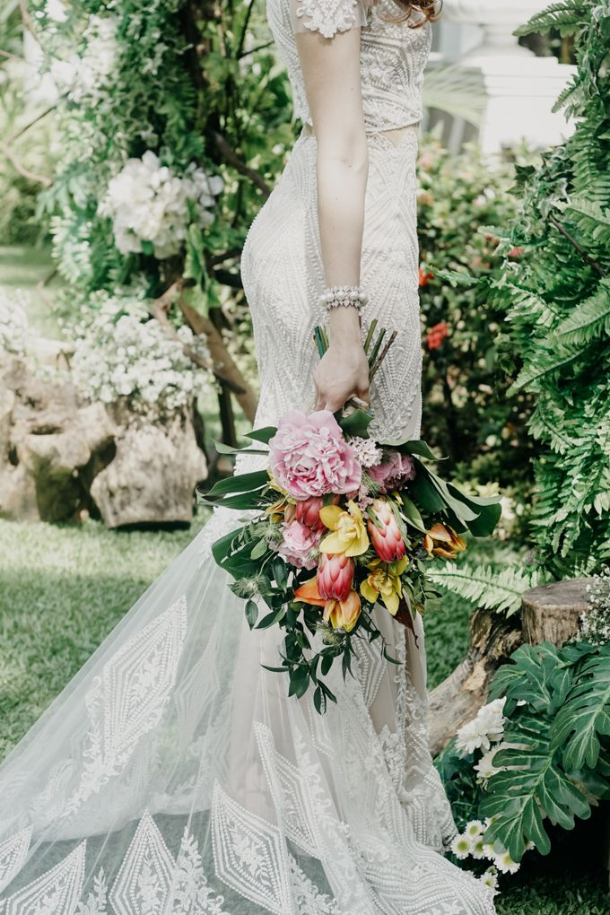 Tropical Wedding - Chintya & Glen by Angie Fior - 029