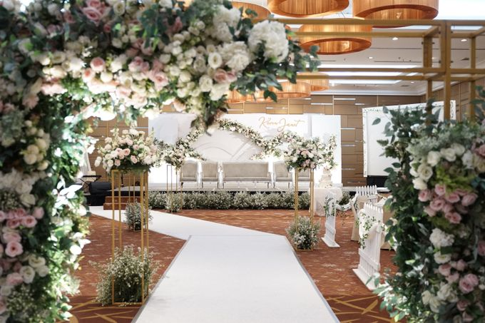 Fiori Wedding.Kevin Janet Wedding At Santika Hotel Slipi By Fiori Co