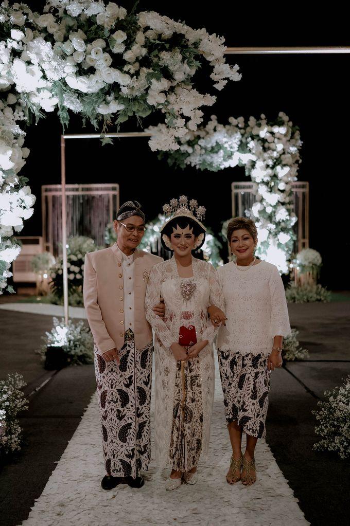 Devita & Ivan Wedding by Casablanca Design - 011