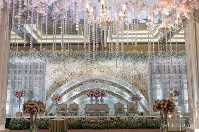 Pullman CP 2018 04 15 by White Pearl Decoration - 001