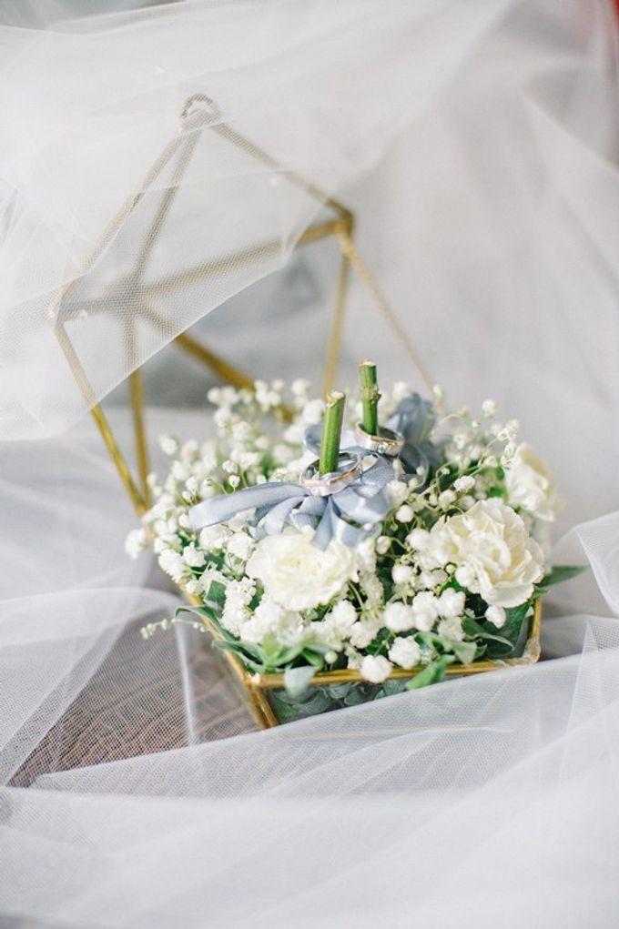 White Elegant Wedding Cliff by Bali Izatta Wedding Planner & Wedding Florist Decorator - 003
