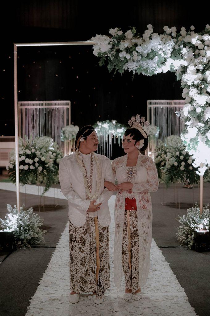Devita & Ivan Wedding by Casablanca Design - 029