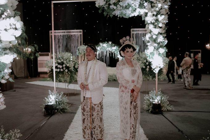 Devita & Ivan Wedding by Casablanca Design - 030
