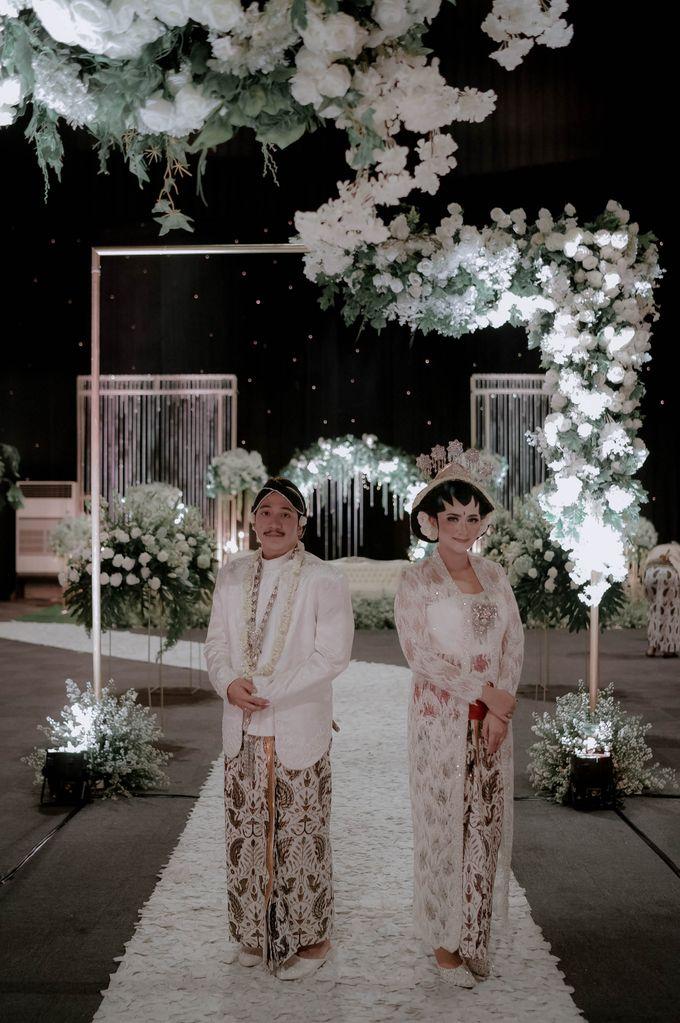 Devita & Ivan Wedding by Casablanca Design - 031
