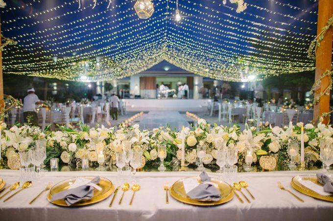 White Elegant Wedding Cliff by Bali Izatta Wedding Planner & Wedding Florist Decorator - 011