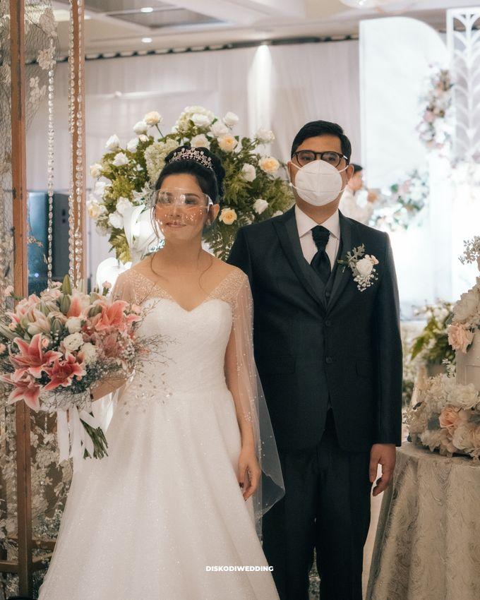 Ayana Jakarta   Intimate Harris & Prisca by diskodiwedding - 005