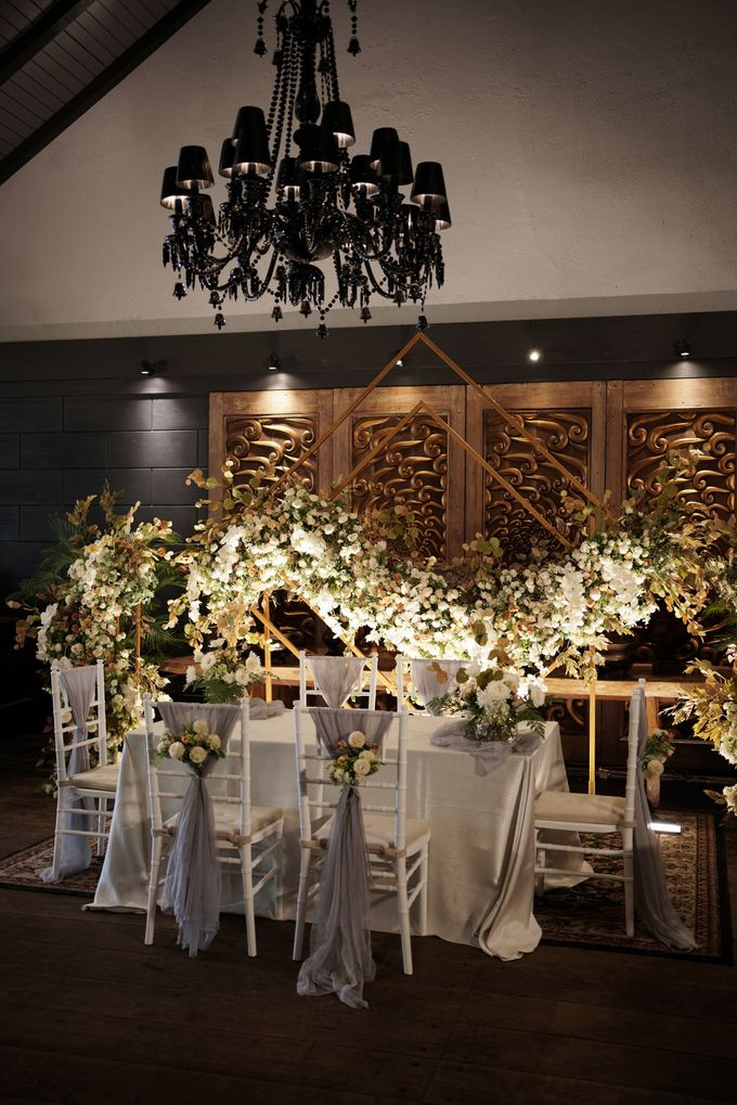 Toby & Tami Wedding At Kembang Goela by Fiori.Co - 002
