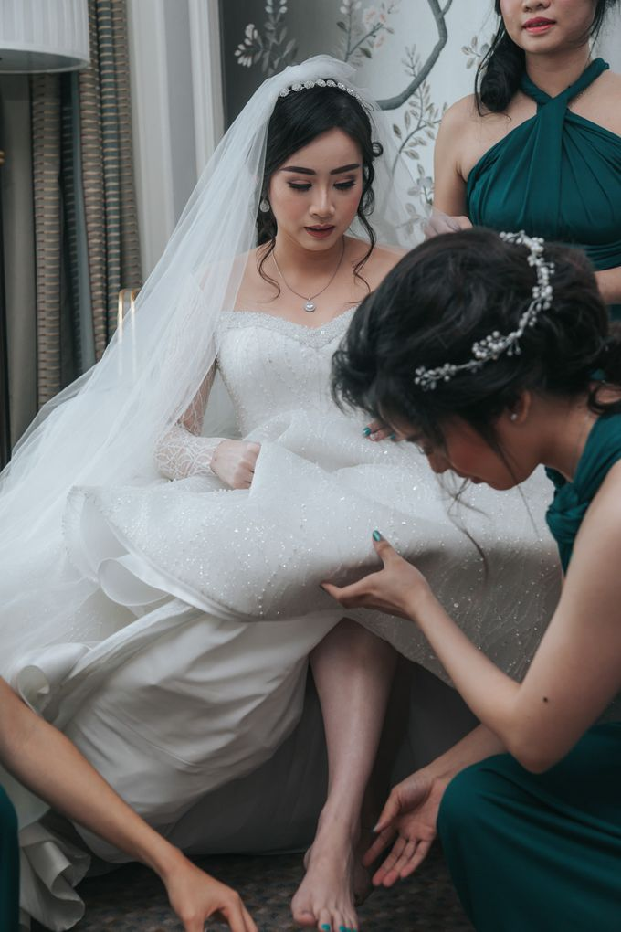 Evelyn & Jossy Wedding Preparation at Four Season Hotel by GoFotoVideo - 035