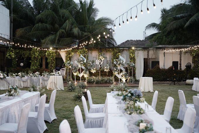 Rendy & Yolan Wedding At Segarra Ancol by Fiori.Co - 015
