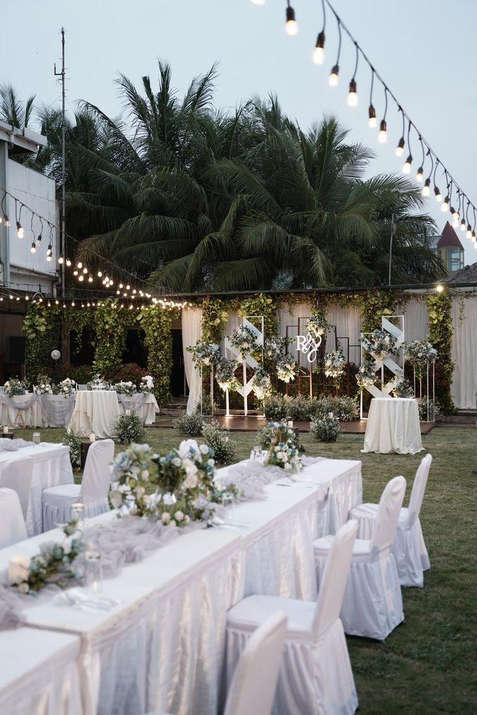 Rendy & Yolan Wedding At Segarra Ancol by Fiori.Co - 016