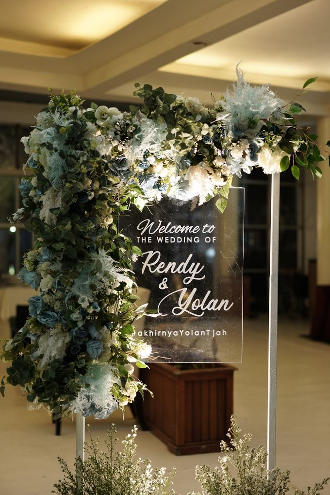 Rendy & Yolan Wedding At Segarra Ancol by Fiori.Co - 006